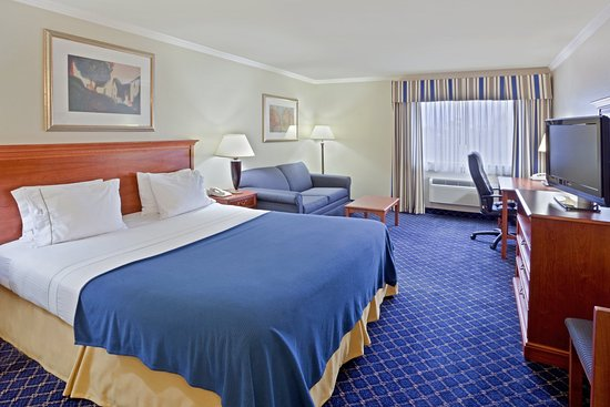Holiday Inn Express Yakima: King Bed Guest Room