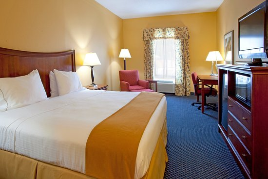 Port Wentworth, GA: King Bed Guest Room