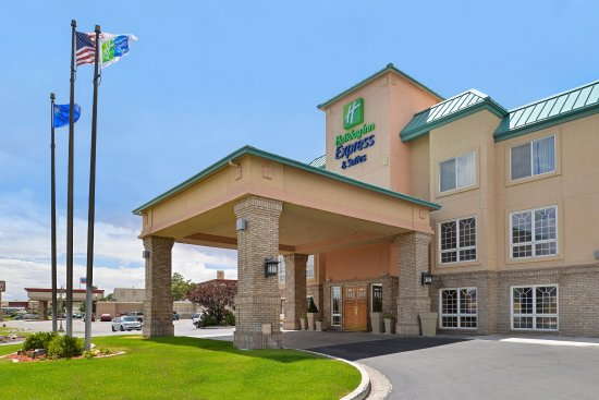 Holiday Inn Express & Suites Elko Hotel Exterior