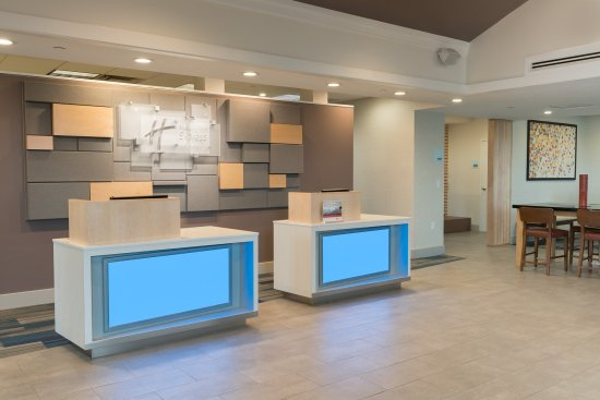 Holiday Inn Express Springfield: Front Desk