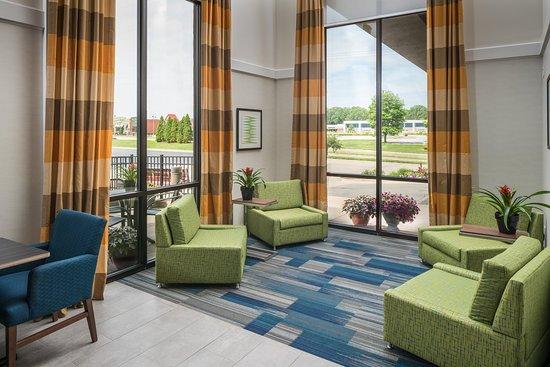 Holiday Inn Express Springfield: Hotel Lobby