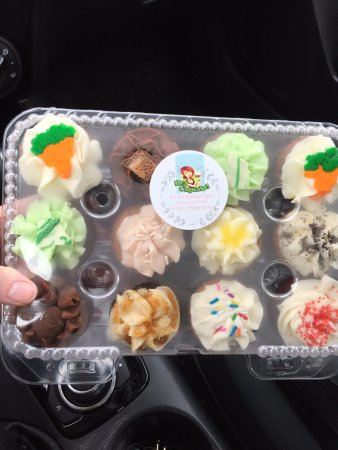 Sherwood Park, Canadá: Variety pack mini cupcakes