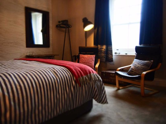 Axminster, UK: King size bed and comfortable seating area in 'Fisher'