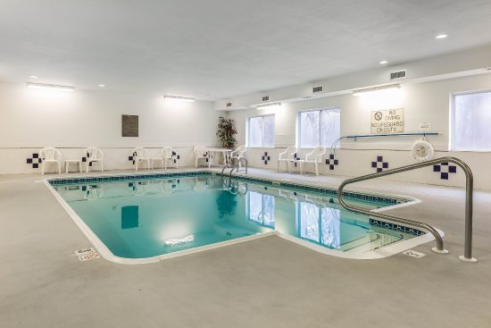East Moline, IL: Pool