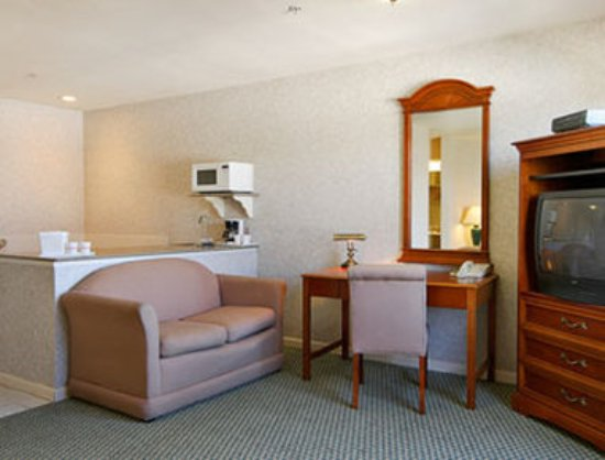 San Bruno, CA: Relax in the Jacuzzi
