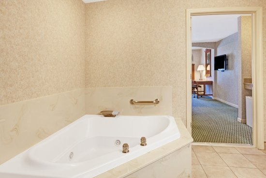 San Bruno, CA: In-room Jacuzzi