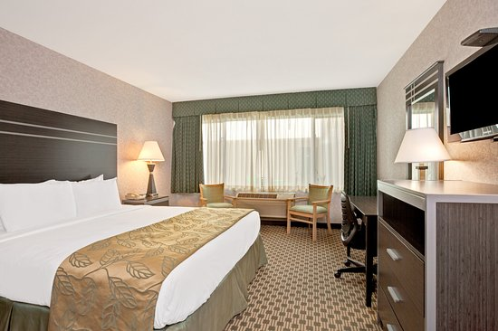 San Bruno, CA: Interior Corridor Guest Rooms