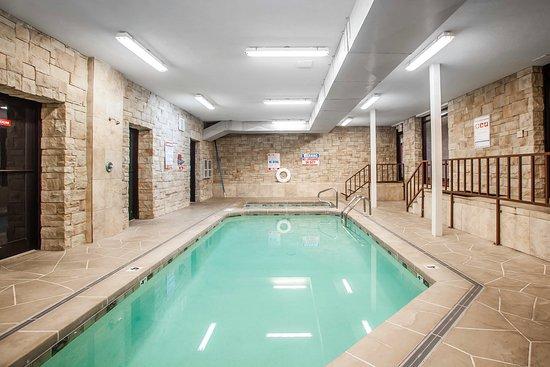 Sedalia, MO: Pool