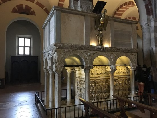 Basilica di Sant'Ambrogio: photo7.jpg