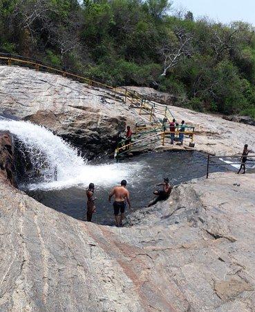 Kumbakkarai Falls: photo4.jpg