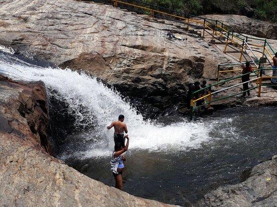 Kumbakkarai Falls: photo6.jpg