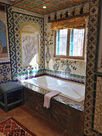 Inn of the Five Graces: wow - that tilework!
