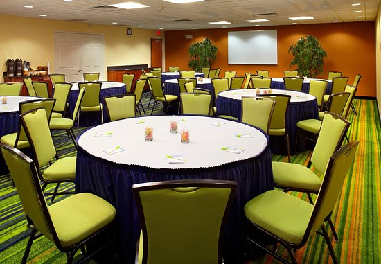 Fairfield Inn & Suites Phoenix Midtown: Cardinal Meeting Room - Banquet Setup
