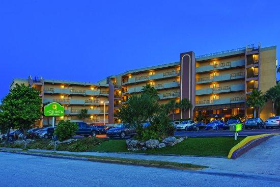 可哥比奇海灘拉昆塔套房飯店