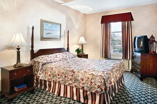Wyndham Bay Voyage Inn: One Bedroom Deluxe Suite