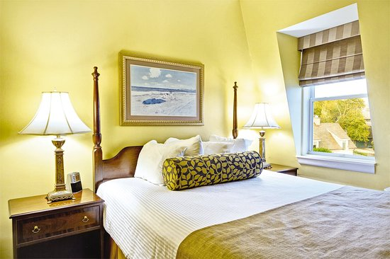 Jamestown, RI: One Bedroom Standard Suite