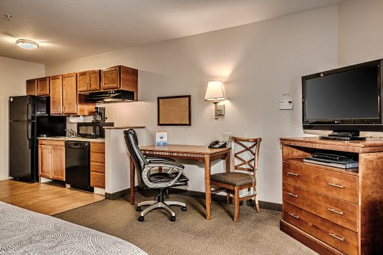 Oak Harbor, WA: One Queen Bed Studio Suite