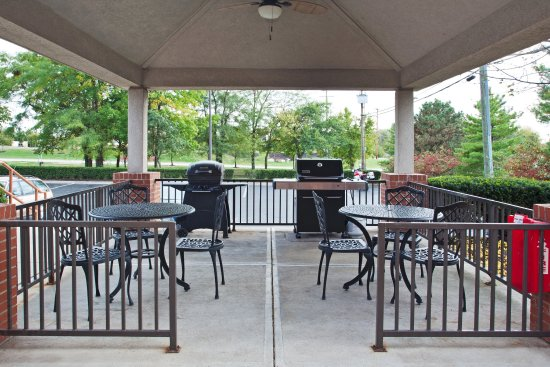 Gahanna, OH: Guest Patio with 2 grills