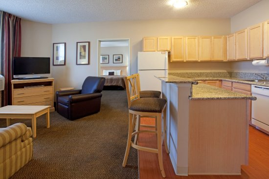 Englewood, CO: Two bedroom Suite featuring 1 king size bed and 2 queen size beds