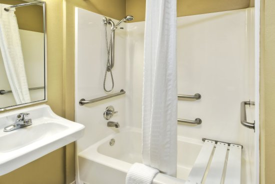 Killeen, TX: ADA/Handicapped accessible Guest Bathroom with mobility tub
