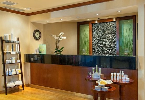Lake Arrowhead, CA: Spa of the Pines - Reception Desk