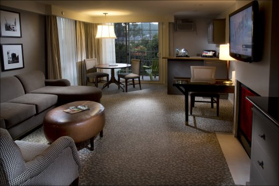 Le Parc Suite Hotel: One Bedroom Suite