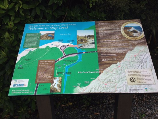 Haast, Nueva Zelanda: Placa com mapa do local