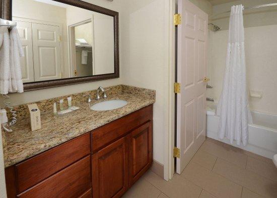Morrisville, North Carolina: Guest Bathroom