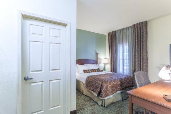Staybridge Suites Greenville I-85 Woodruff Road : Guest Room