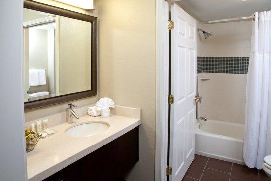 Alpharetta, GA: Guest Room Bathroom