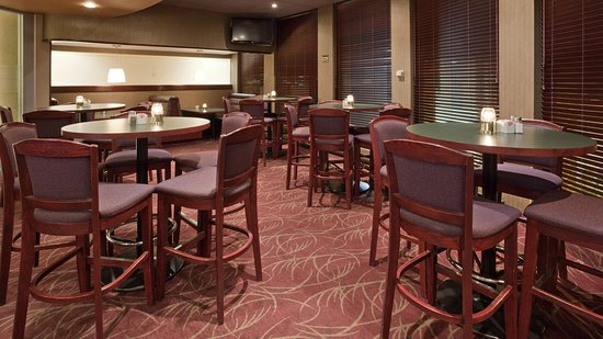 Holiday Inn Winnipeg - Airport West: Seating Area in our Lounge