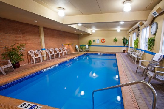 Holiday Inn Express Suites Gananoque: Indoor Pool