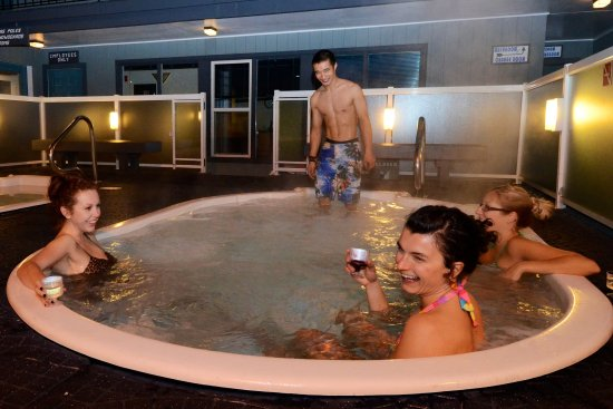 Mount Robson Inn: TwoOutdoorHot Tubs