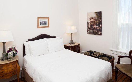 Victorian Hotel: ZDouble Bed With Shared Bath