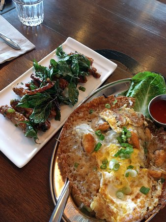 Lynnwood, WA: mini isarn wings & mussel omelet; the wings are a must!