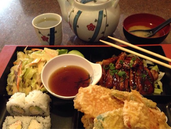 Longview, WA: Bento Box E with California Roll
