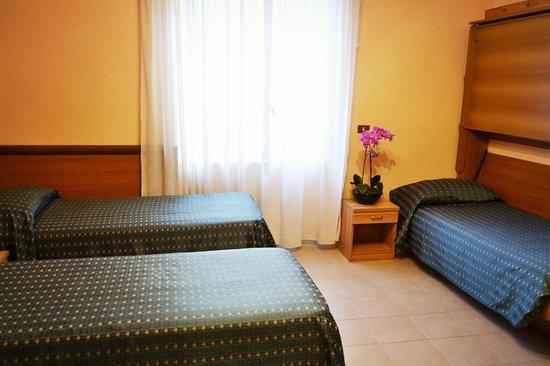 Hotel Colombo: Standard triple room