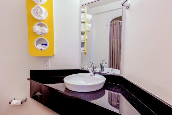 Motel 6 Pottstown: Bathrooms - Granite Tops