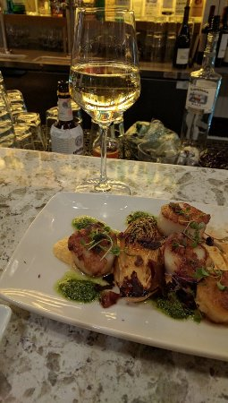 Edmonds, Вашингтон: scallops at the bar