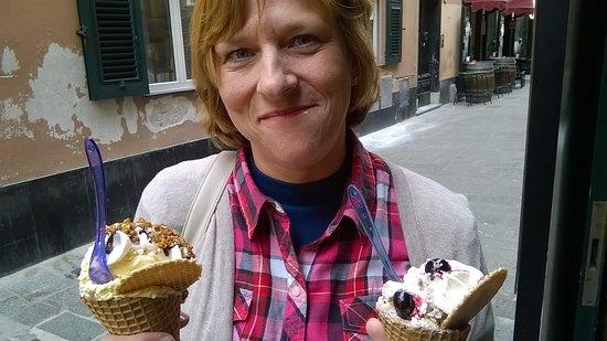 Gelateria Ice Cream's Angels: Cialde con gelato, panna e decorazioni!
