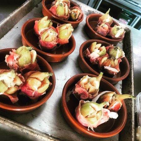 Brunswick Heads, Αυστραλία: Local fresh figs w~ taleggio prosciutto & pistachios
