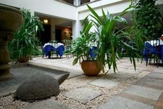 Casa del Balam Hotel: Courtyard