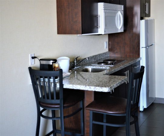 Melville, Canada: Standard Room & King Room Kitchenette