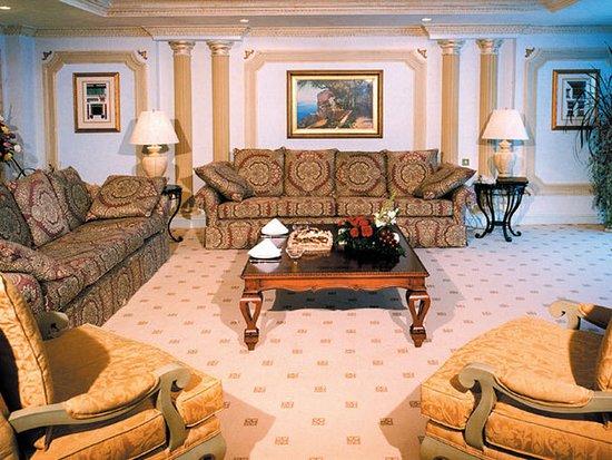 InterContinental Dar Al Tawhid : VIP Suite's living room