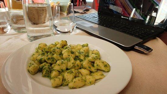 Noventa Padovana, Italia: Gnocchi al sugo pesto di rucola (menu del giorno)