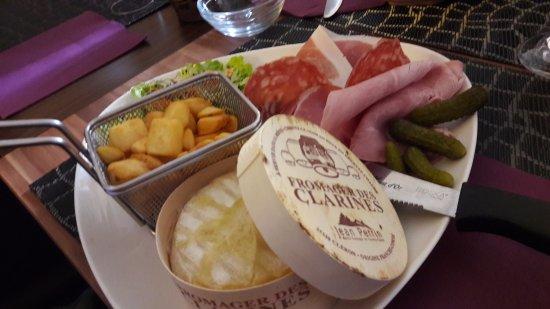 Houdemont, France: Servi avec le sourire