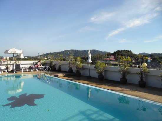 Orchid Kathu Heights: pool on the roof with great panoramic views