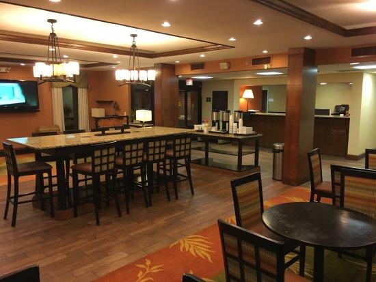 Crestview, FL: Breakfast area in the Lobby