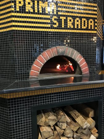 Cobble Hill, Canada: Traditional wood-fired oven