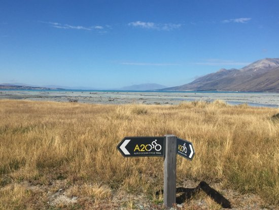 Twizel, New Zealand: Alps 2 Ocean trail markers
